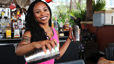 Bartender pouring a drink at Margaritaville Resort Casino